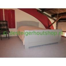 Houten bed model Luna